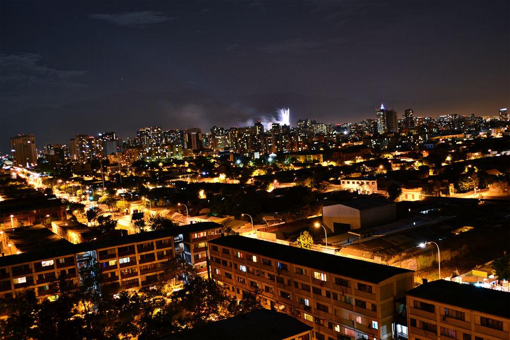 Santiago nocturno by Francisco Mondaca