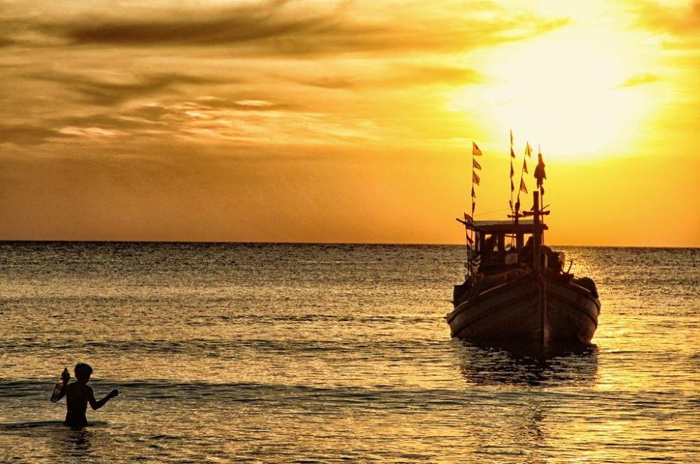 coucher-de-soleil-en-bateau by florentchaudemanche