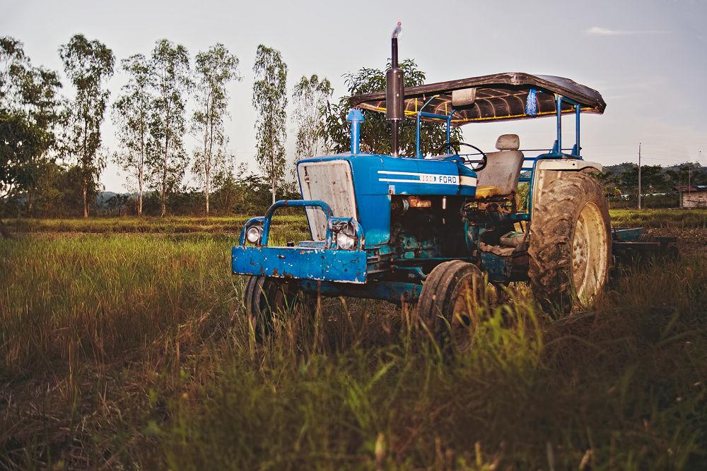tractor_pix by ChipoyCruz