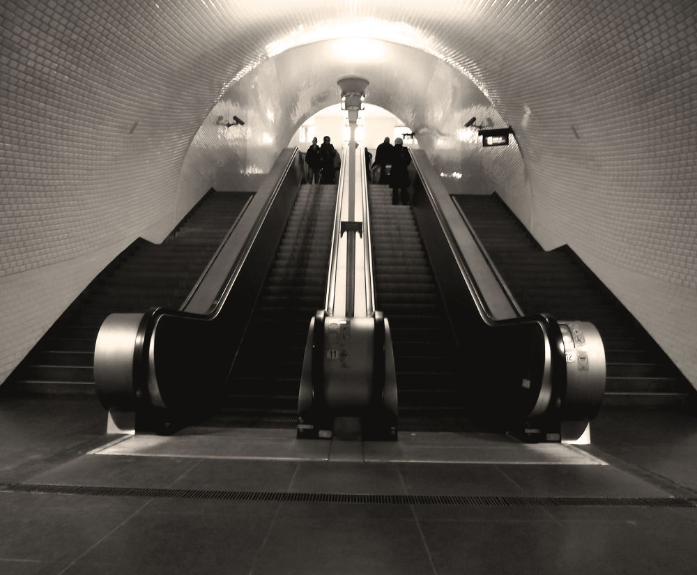 Metro_02 by Adam2lilith