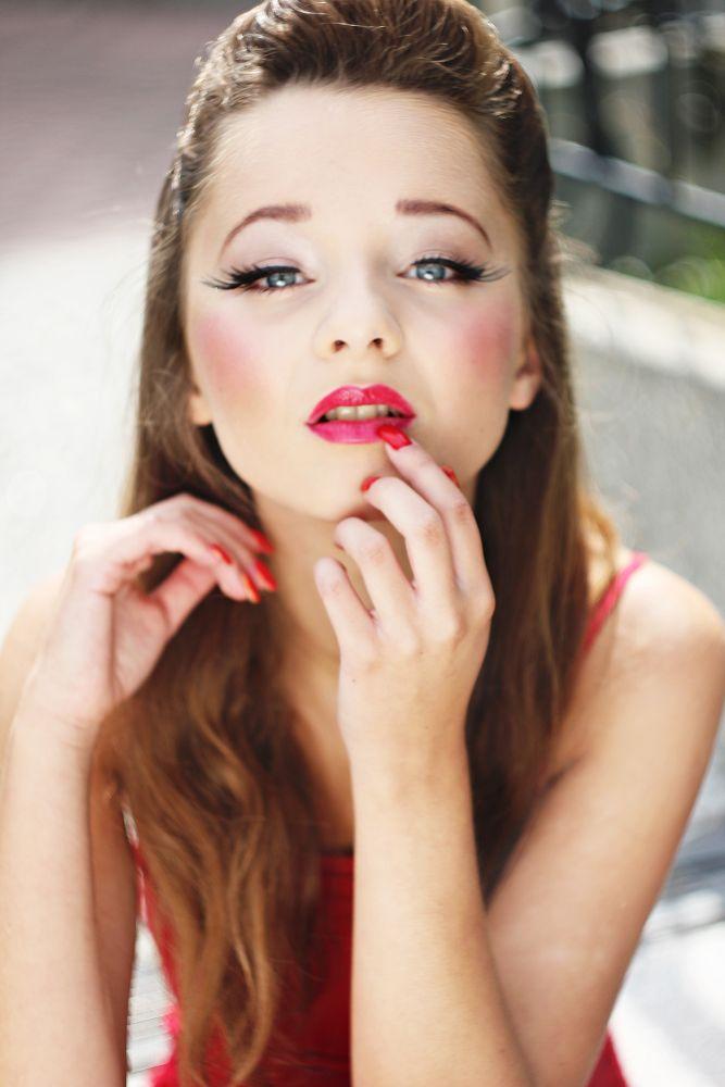 red lips by Edyta