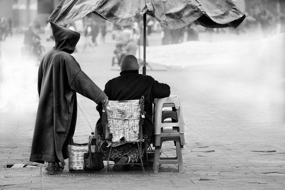 Photo in Cityscape #couple #homme #femme #rue #noir et blanc #canon 5d