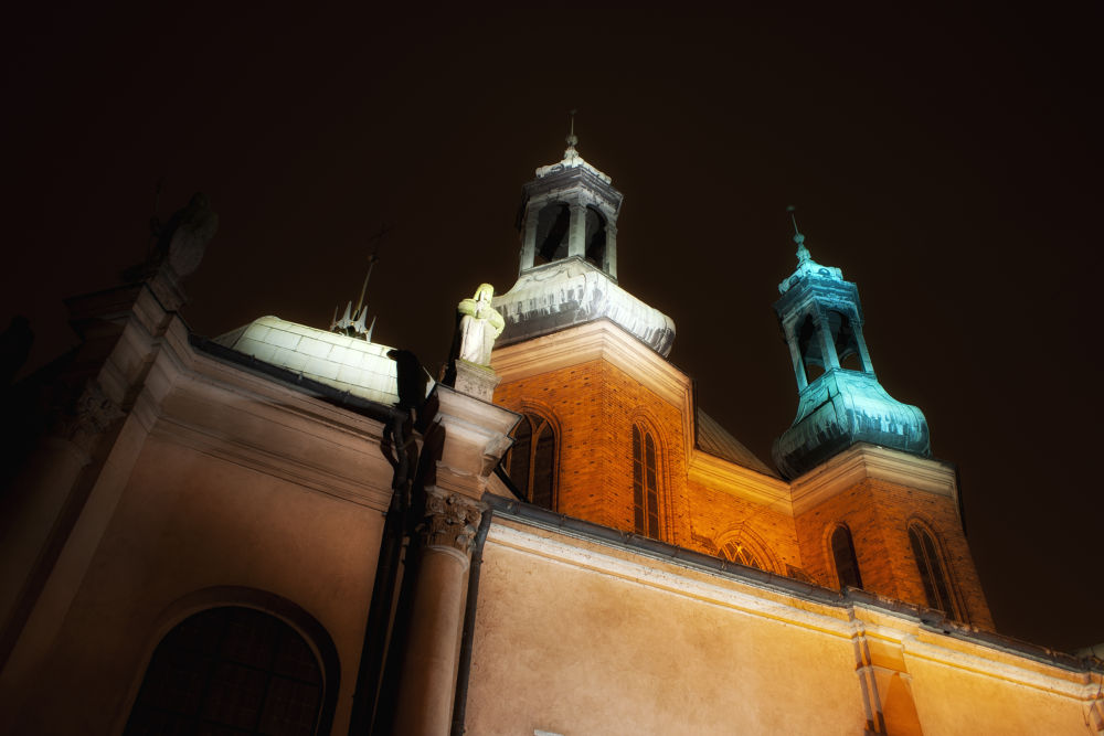 The Archcathedral Basilica of St. Peter and St. Paul in Poznań  by TomPiotrowski