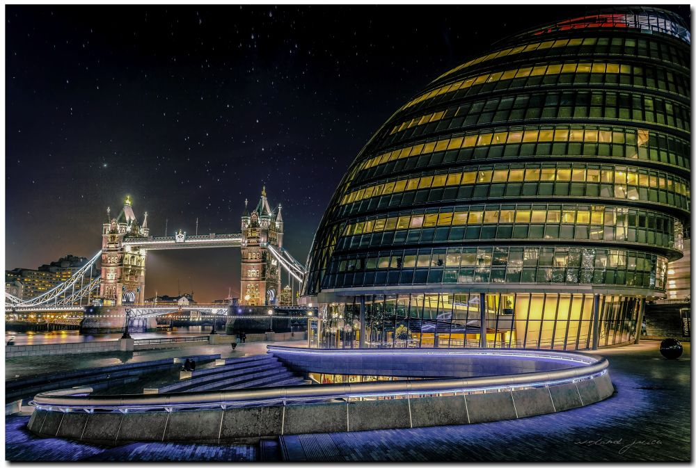 City Hall & the Tower Bridge  by Roland Juice