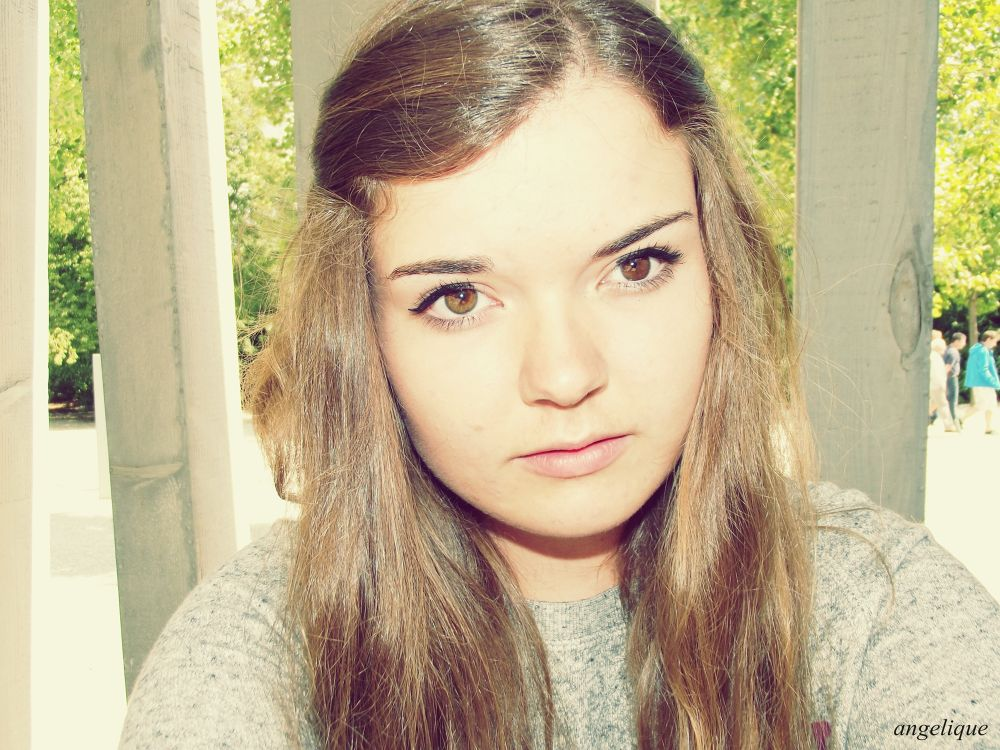 that's me. i'm 17 years old and live in Germany at a small village and i love it make pictures at my by angelique