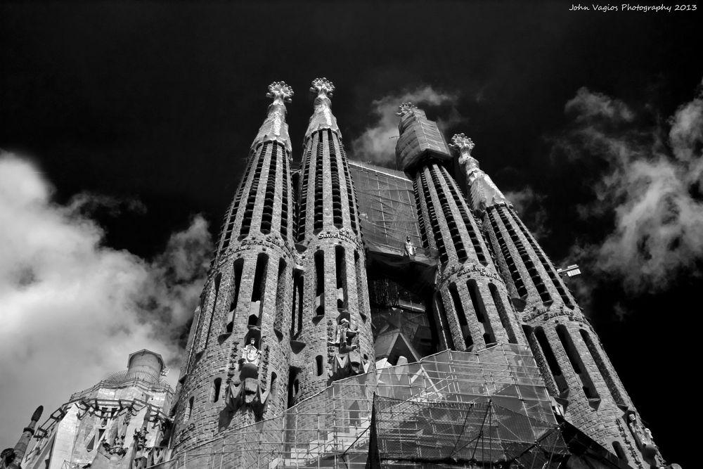 BARCELONA : SAGRADA FAMILIA by JohnVagios