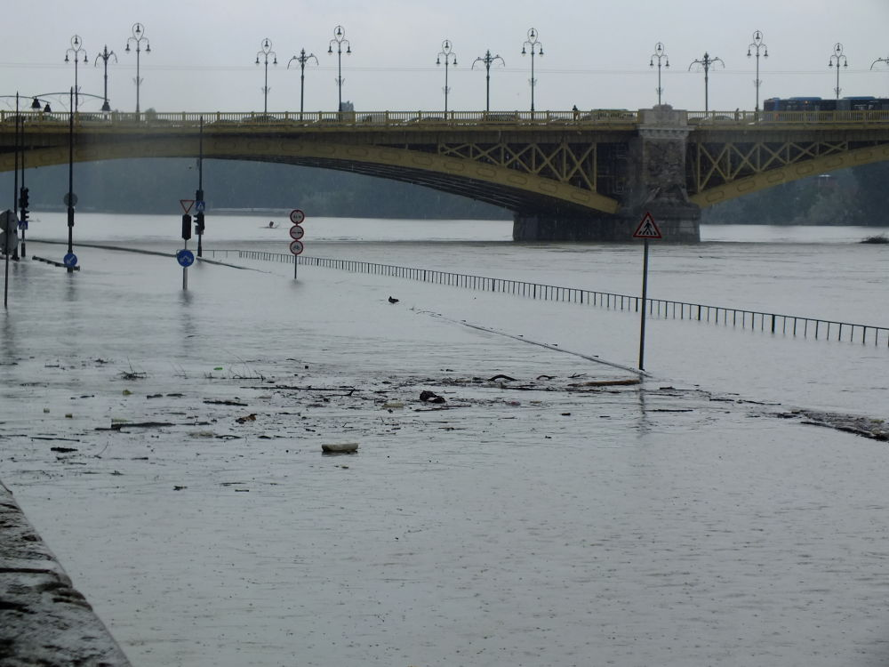 Budapest flooded 06.2013 by Javor