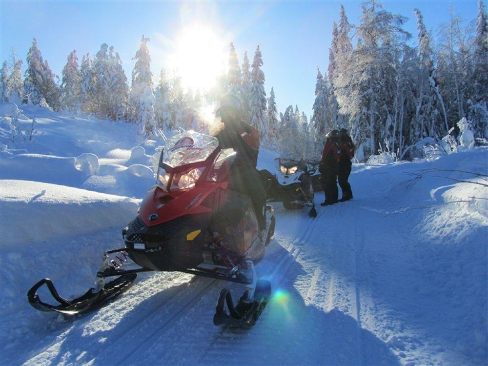 Sun_and_snowmobile by finlandlakeland