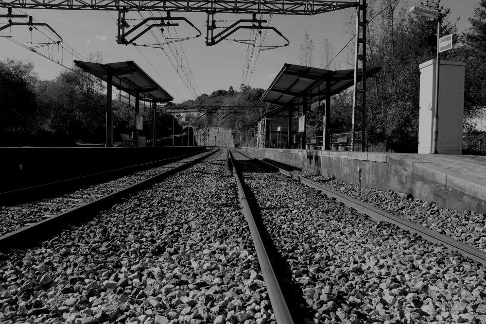 """""""Viajar en tren 1709"""" / Bernardo Guerra by bernardoguerra"""