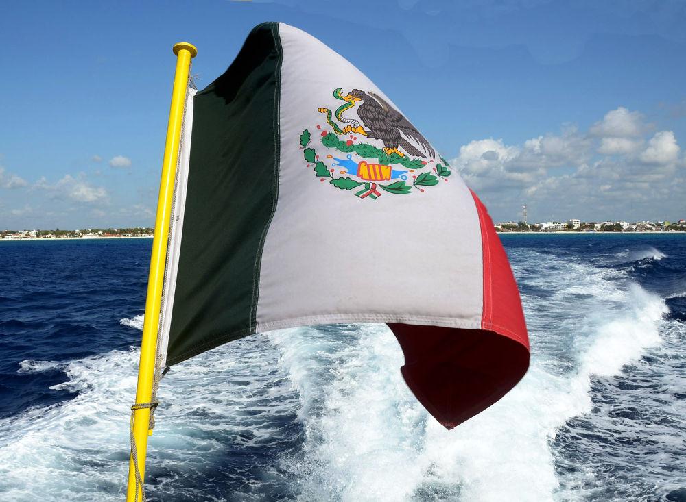 SALIENDO DE PLAYA DEL CARMEN,  MEXICO by VICTORDEVILLE