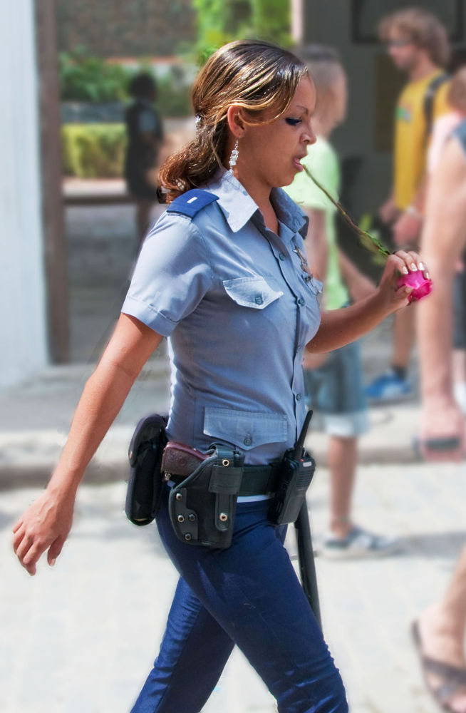 BEAUTIFUL CUBAN POLICE WHIT A ROSE   by VICTORDEVILLE
