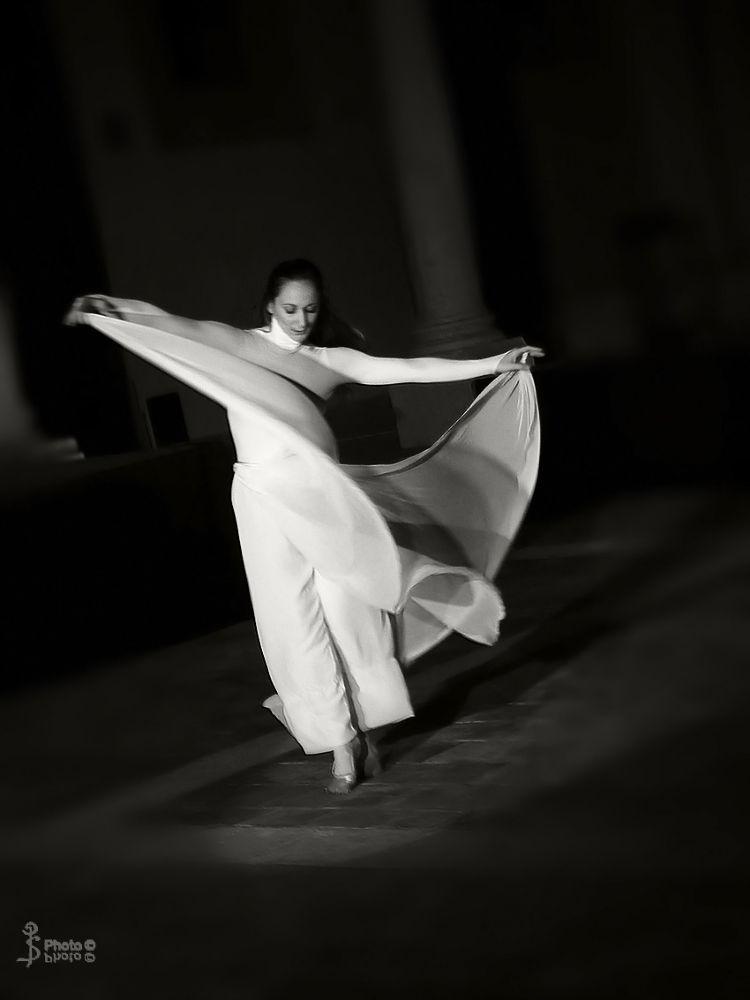 Ballerina-a-Mazara-23-dic-2012.jpg by SalviPerrone