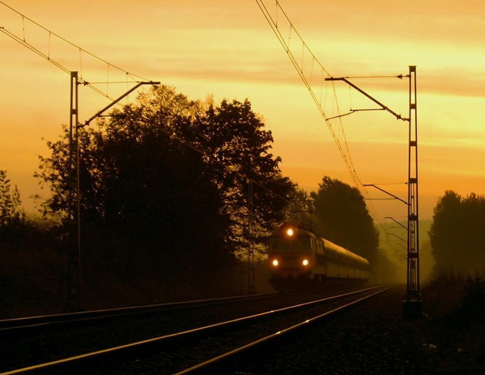 train by Grzegorz Skwarliński
