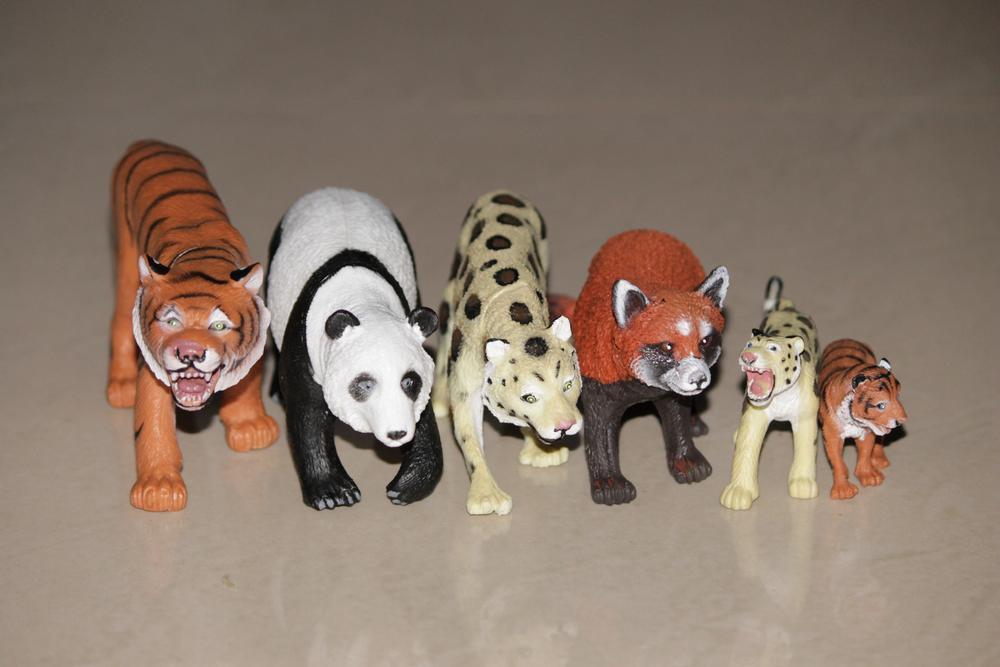 Animals : Toy by Roy Antony Arnold
