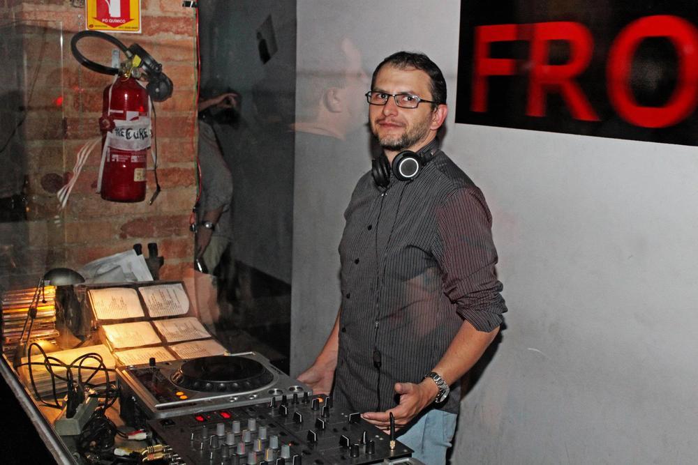 Hang the DJ... No, that's me!!! by Márcio Fernandes
