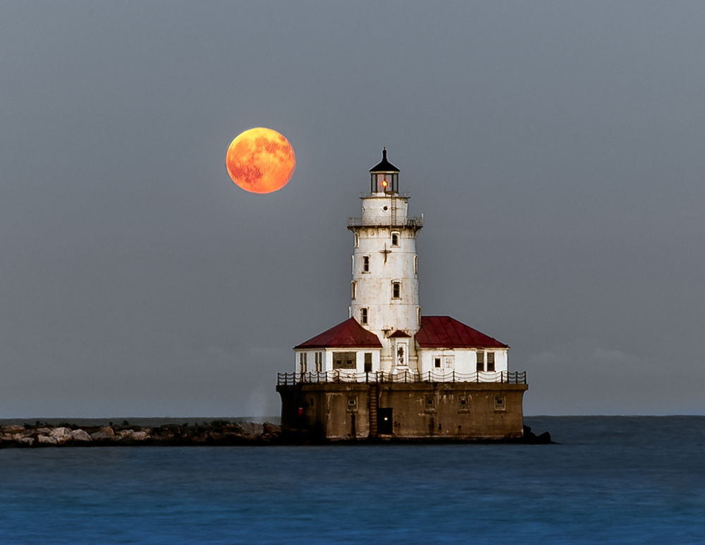 Harvest moon Chicago by jnhphoto