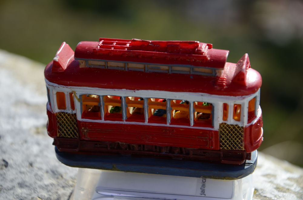 Electric Train by bolacha