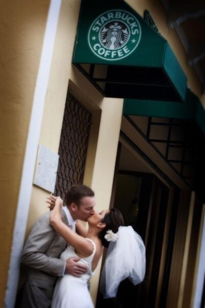 Starbucks kiss by Rafael Sotomayor Photography