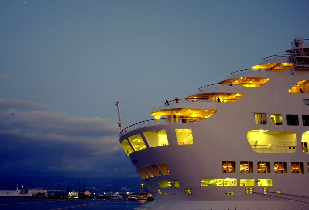 nave in porto by pieroparisi779