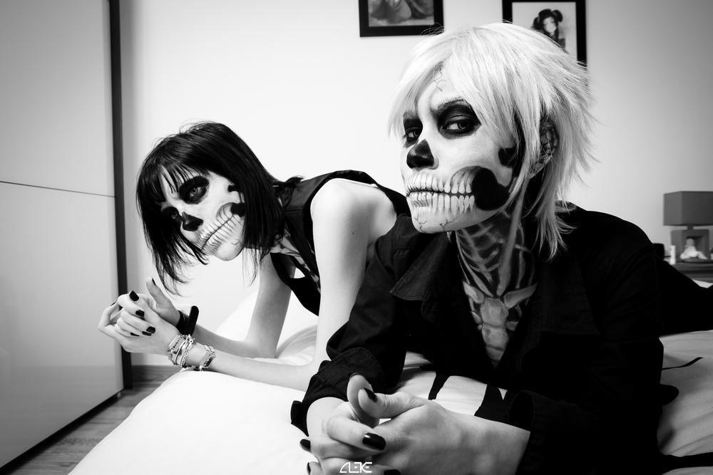 Skull Couple by Alexis Mbea