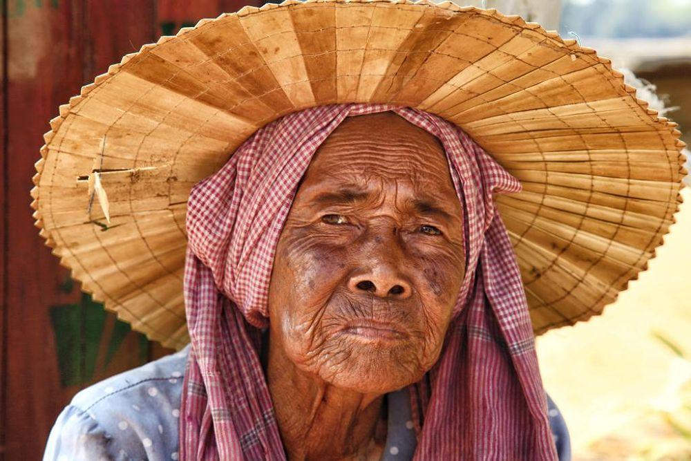 Dame-Khmer by florentchaudemanche