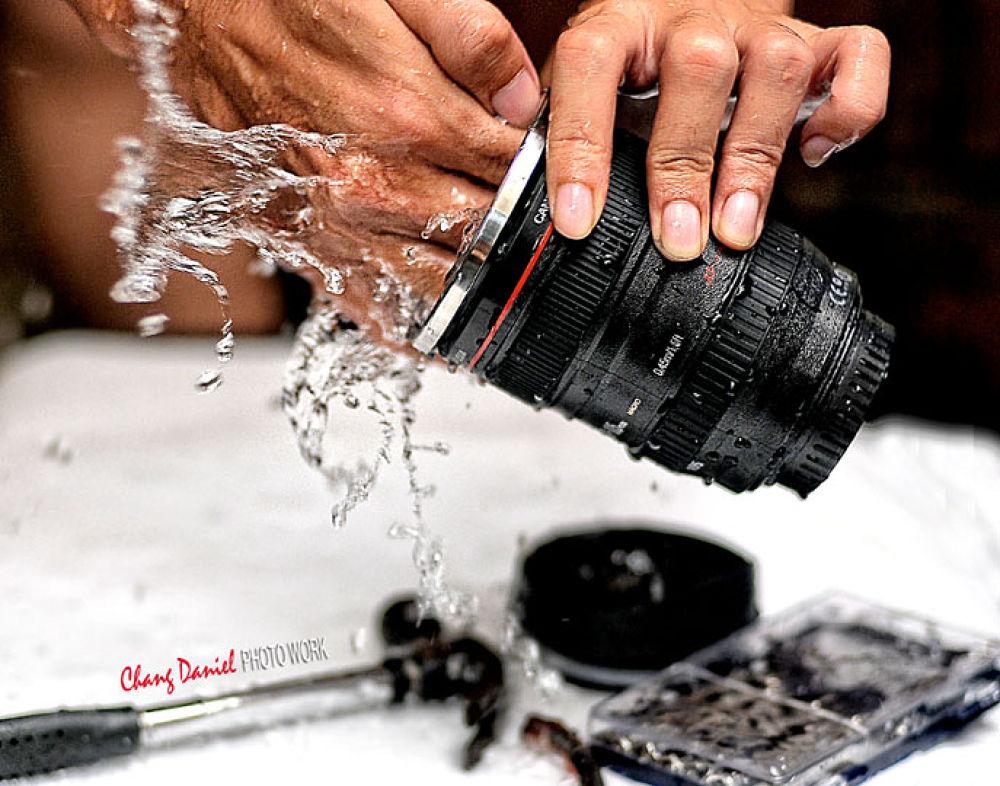 washing the lens :) by danielchang