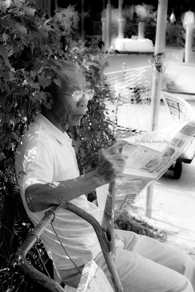 Old Folk Reading by kvnck