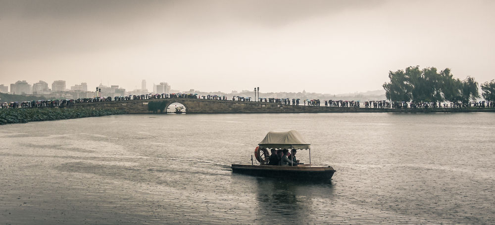 Boat on West Lake by frauchi