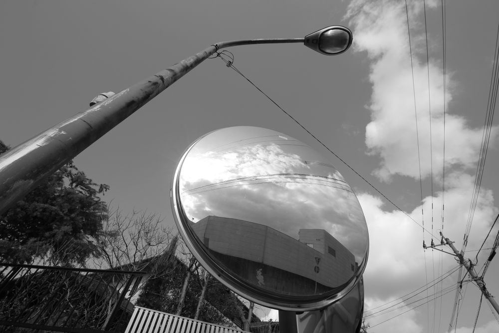 play with a safety mirror by Hiroshi_Kume