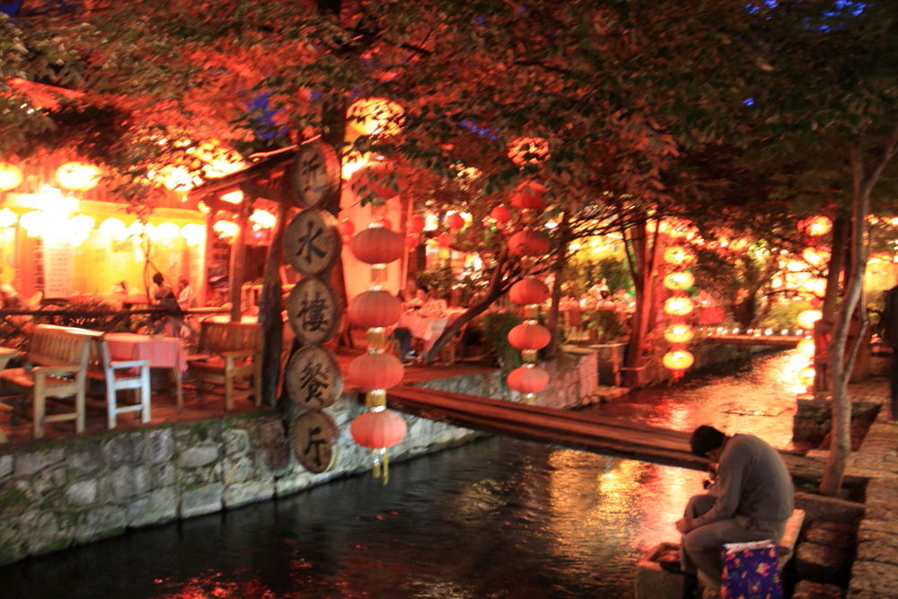 Yunnan-Lijiang-Old-Town-by-Night-125 by Arie Boevé