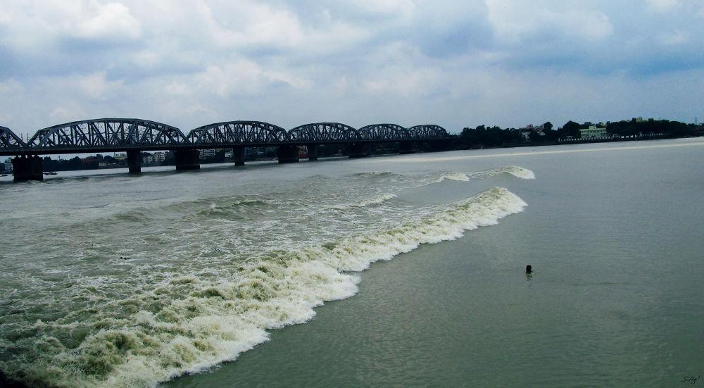 Big Waves On GANGA (Kolkata, India) by Sum1sClickz