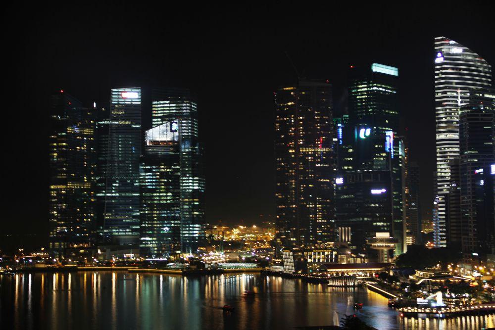 Singapore Skyline night by hamadesign