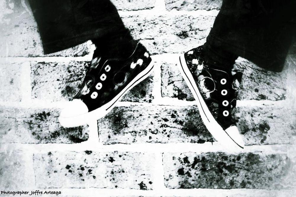 Skull shoes by joffrearteaga