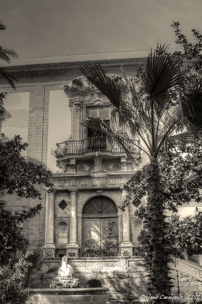 Buildind front side by GiroPhoto - Girolamo Cavalcante