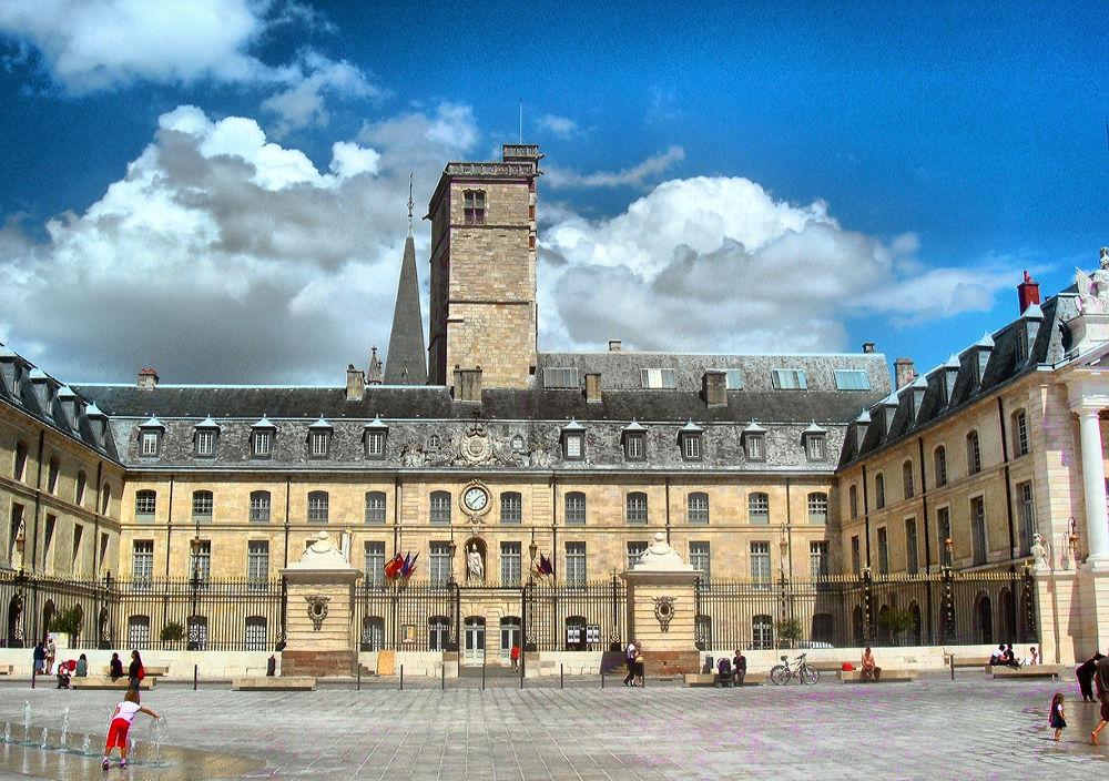 Palais des Ducs de Bourgogne. Dijon. France by DavidRoldan