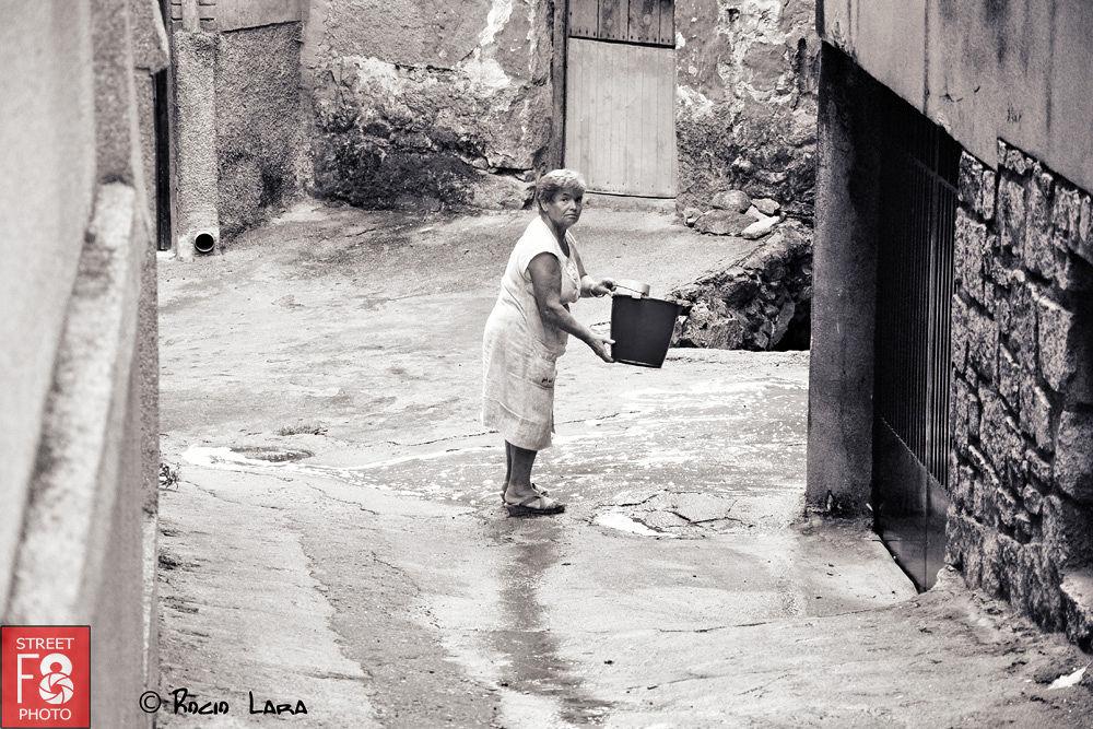tirando-agua by RocioLara