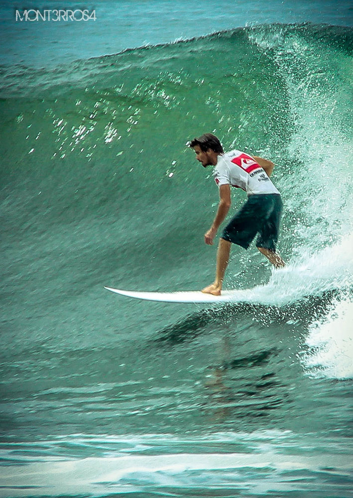 Surfer Blanco Punta Roca 2012 by mont3rros4