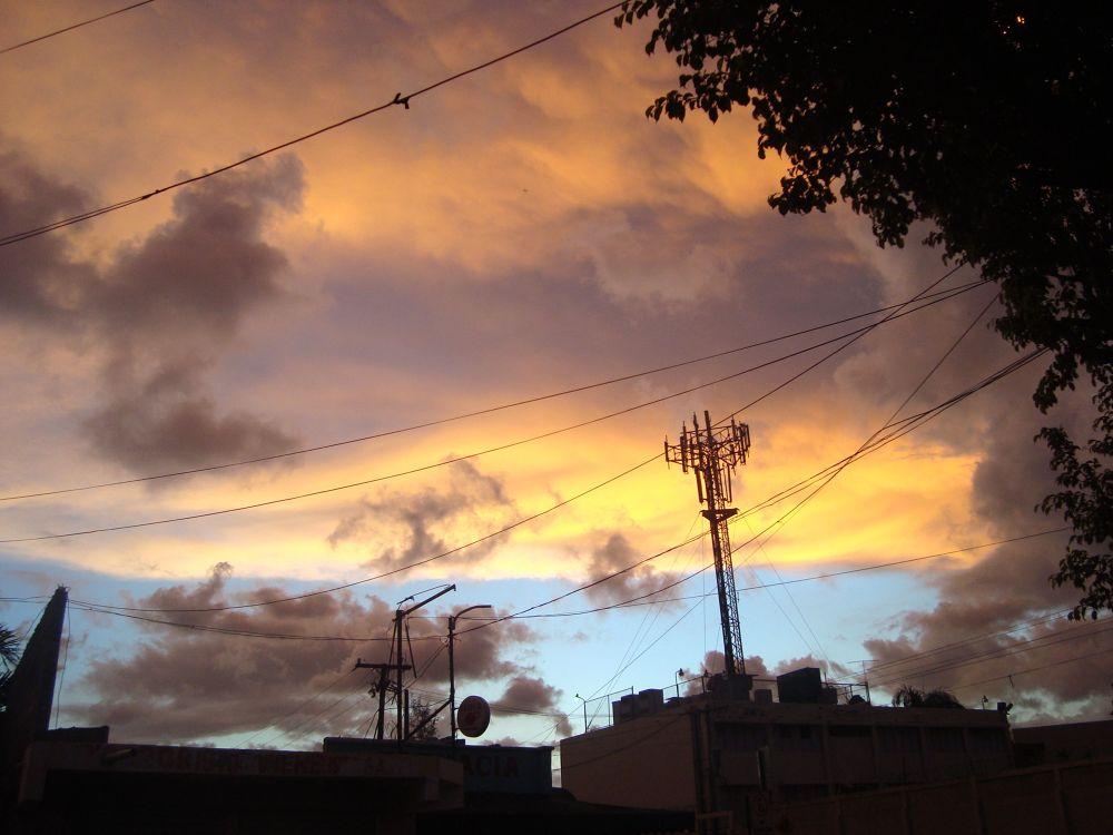 Atardecer en Santo Domingo by Silvio Vargas