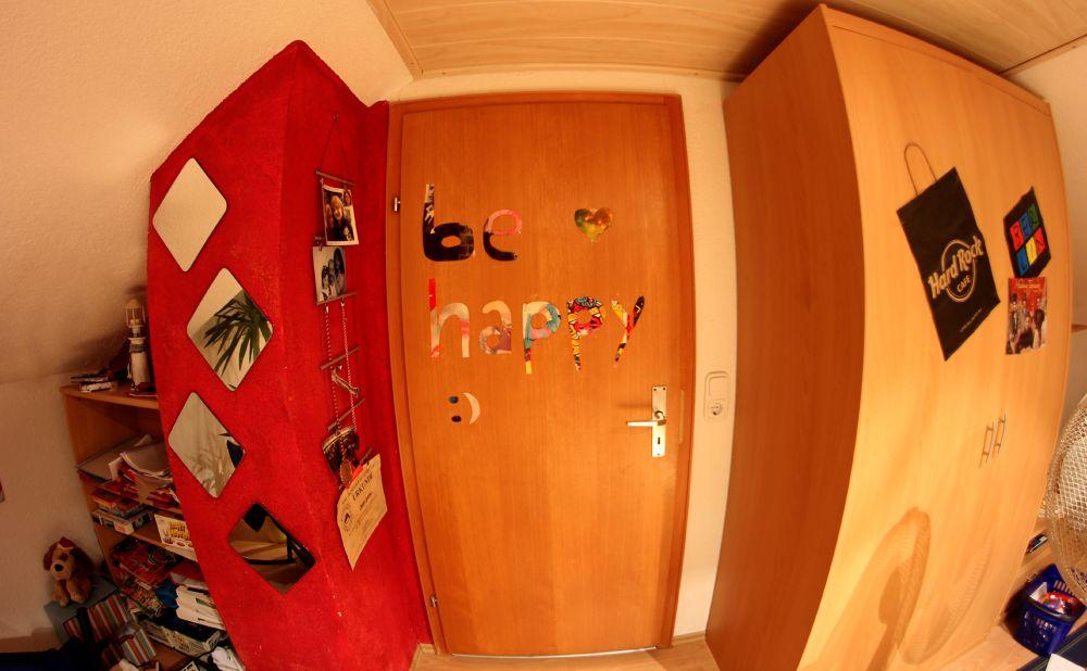 be happy. by LunaLeiii