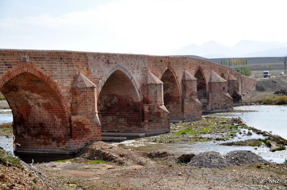 Çobandere Köprüsü. 1295-1304.  by natignihatzahirli