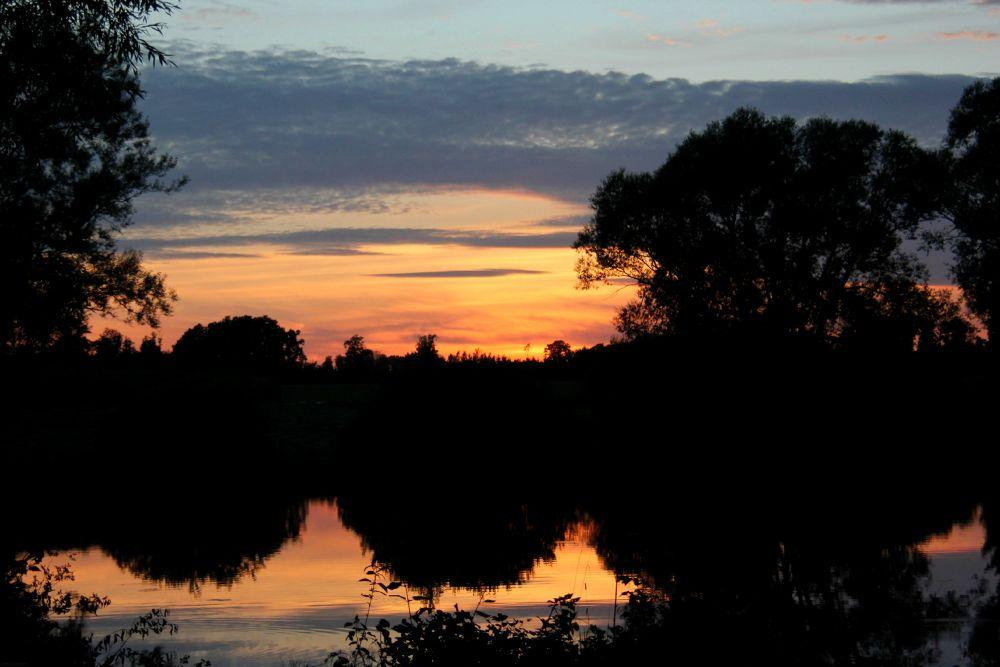 sunset. by LunaLeiii