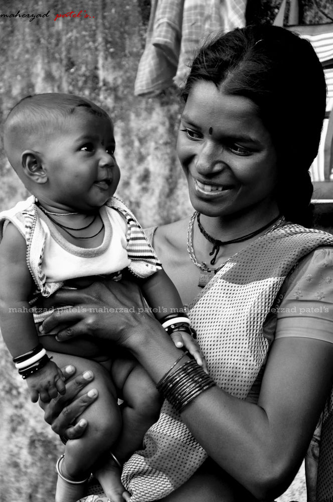 RICH OR POOR.... A mother is alws a child's PARADISE..... by King