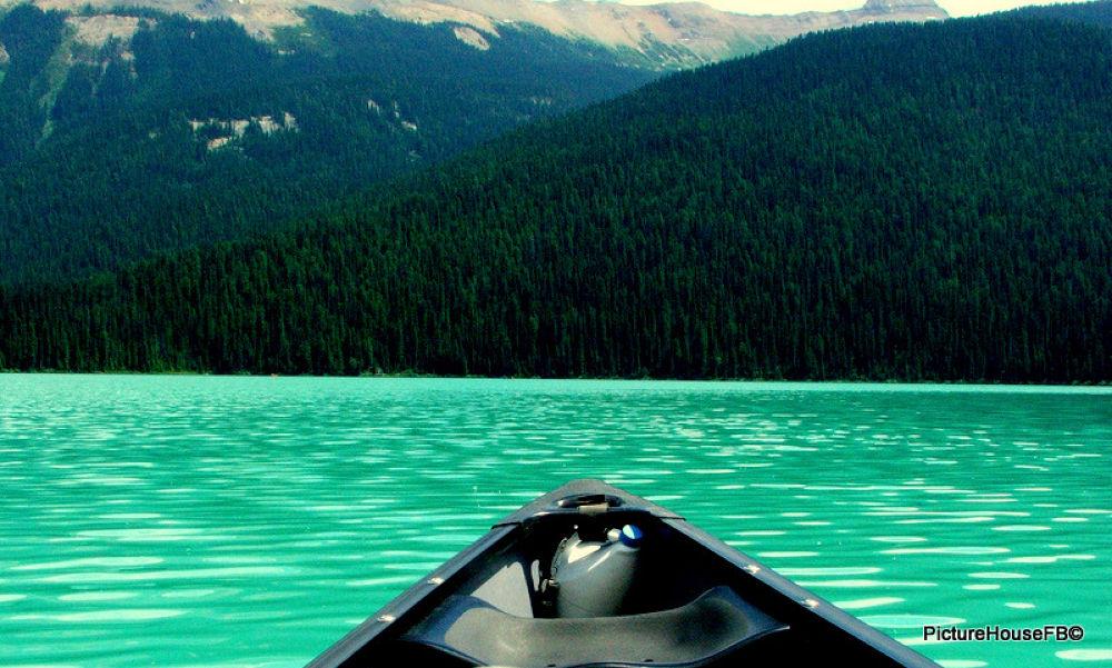 Lake Louise, Canada. by Betinha Cardoso
