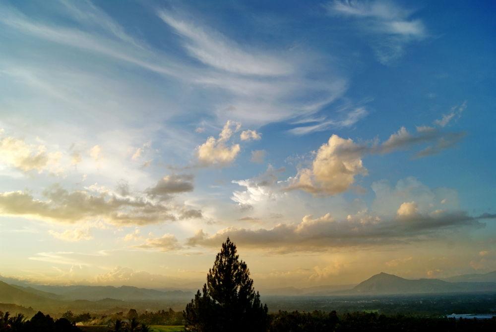 Noon near Mt Sago, West Sumatra by herrylebran