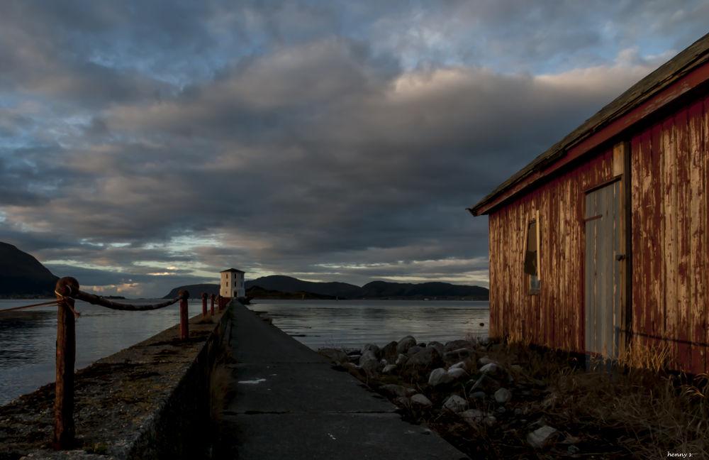 Lepsøyrevet ligthhouse by Henny