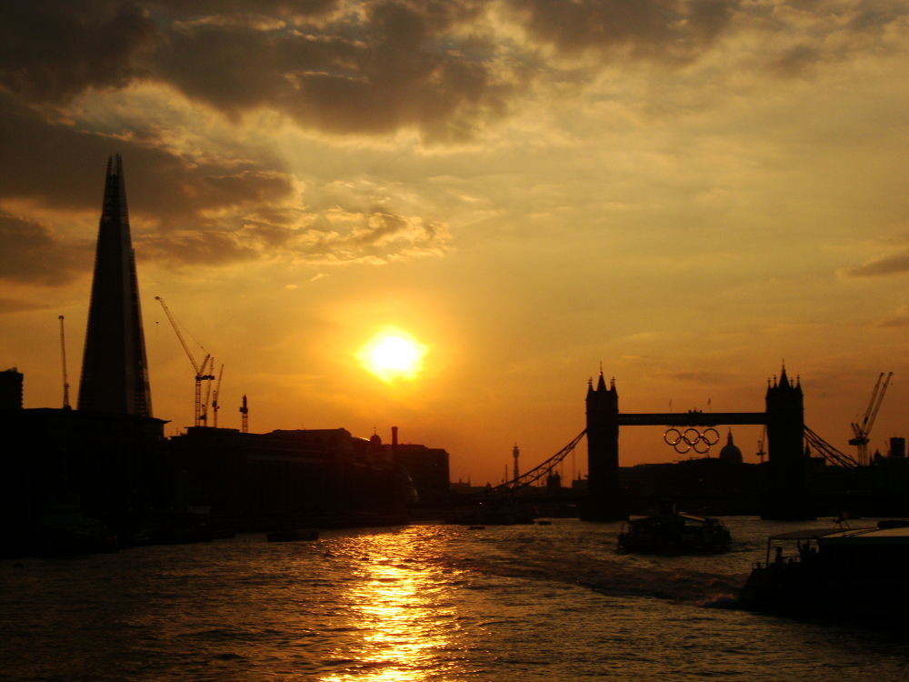 The Shard, Tower Bridge and the sunset from the River Thames by RaoniFrizzo
