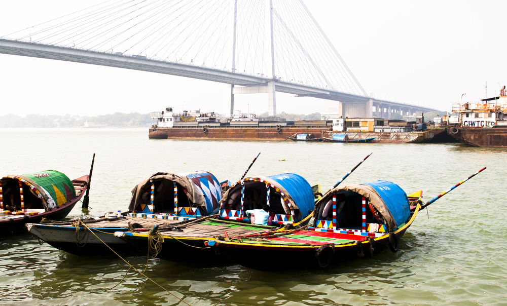 Traditional boats on river Ganges by prabirbsen