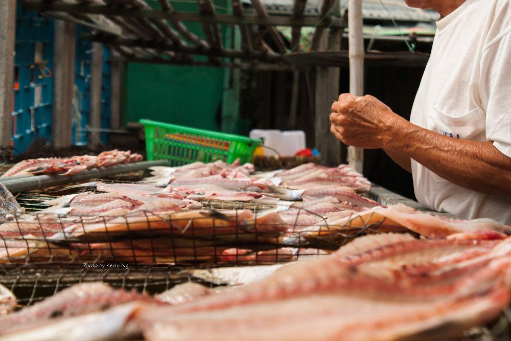 Preparing the Salted Fish by kvnck