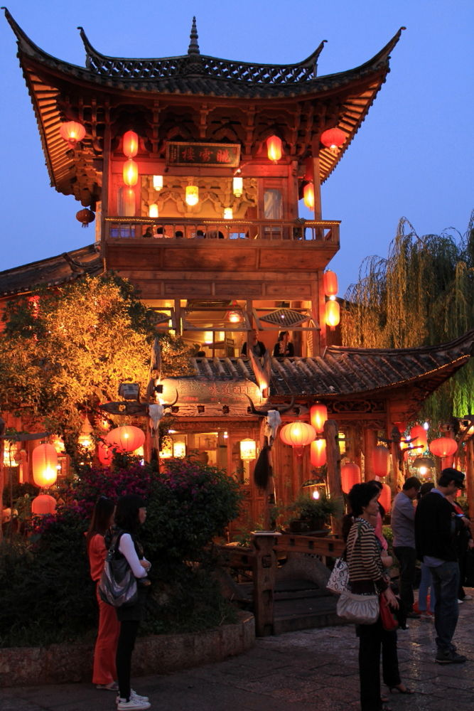 Yunnan-Lijiang-Old-Town-by-Night-102 by Arie Boevé