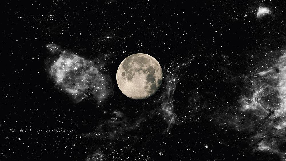 Moon by nitacerkes